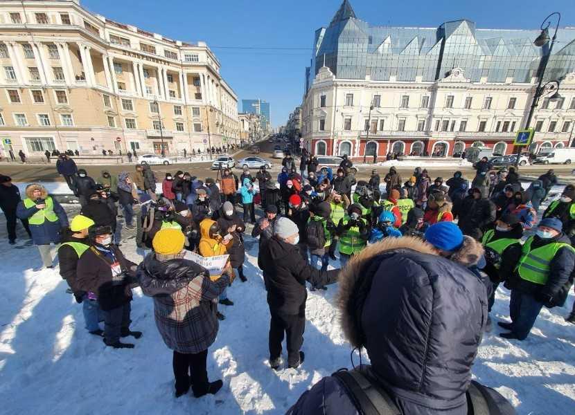 Во Владике митингующие сидели по кафешкам и ругали собачий холод