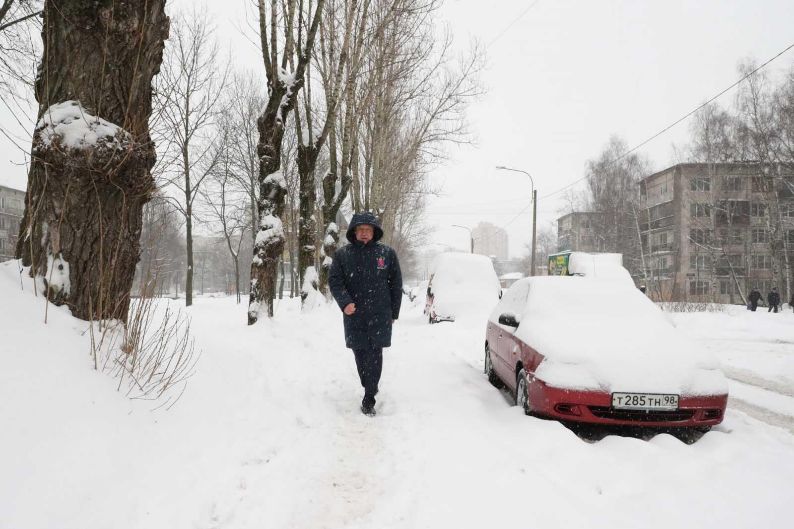 Как только ушли журналисты, исчезла и снегоуборочная техника: пиар на уборке улиц от Константина Серова