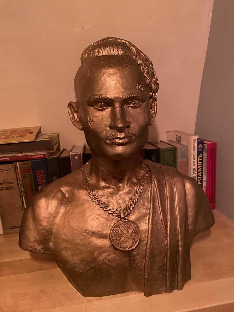 В Питере поставили памятник Моргенштерну