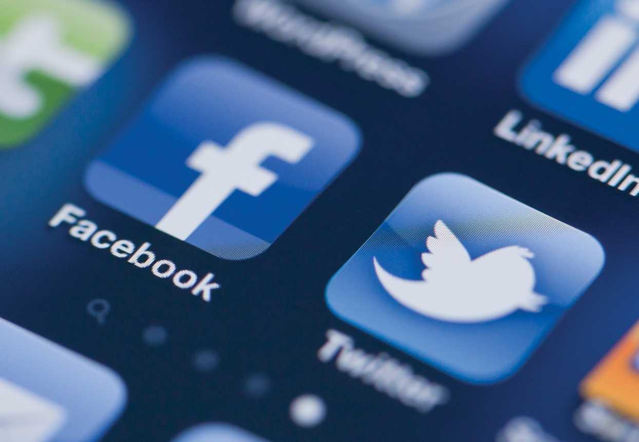 Twitter и Facebook не хотят удалять «запрещенку», пока кураторы не дадут им отмашки