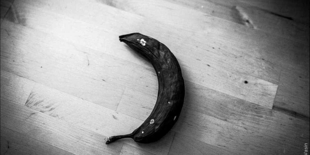 Комбинаты питания кормят петербургских школьников гнилыми бананами