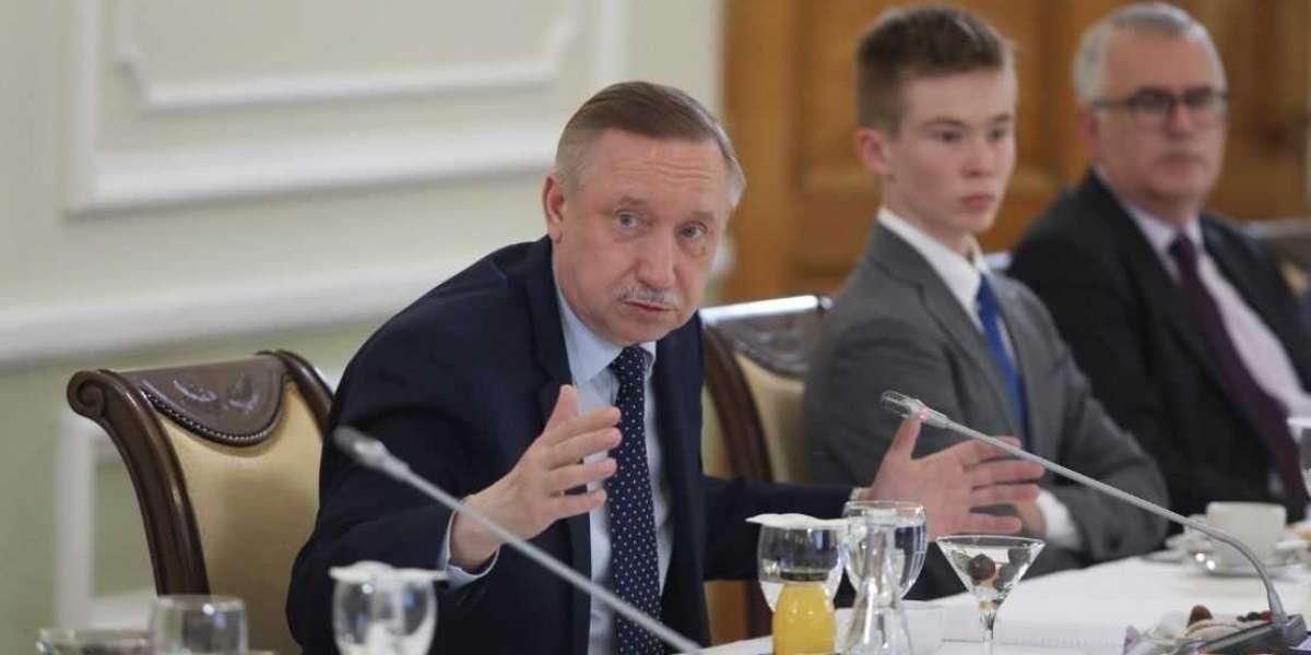 Беглов продолжает бежать от городских проблем, попутно мешая заседаниям правительства