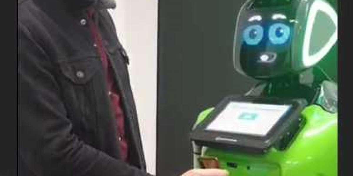 В ресторанах Петербурга проверкой QR-кодов привитых займутся роботы